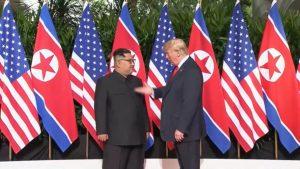 Prvi susret Donalda Trampa i Kim Džong Una