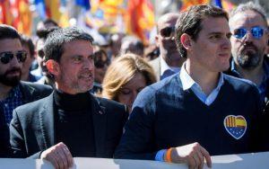 Manuel Vals i lider partije Građani Albert Rivera na protestu protiv otcepljenja Katalonije (EPA)