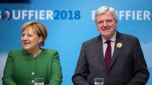 Angela Merkel i Folker Bufije, premijer Hesena (DPA)